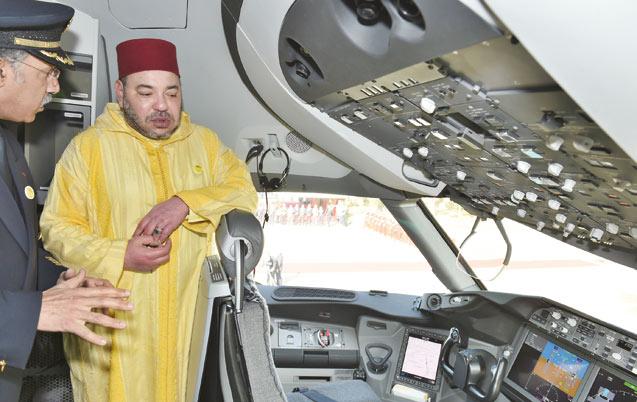 Aéronautique: Le Souverain reçoit la clé du Boeing 787 de la Royal Air Maroc