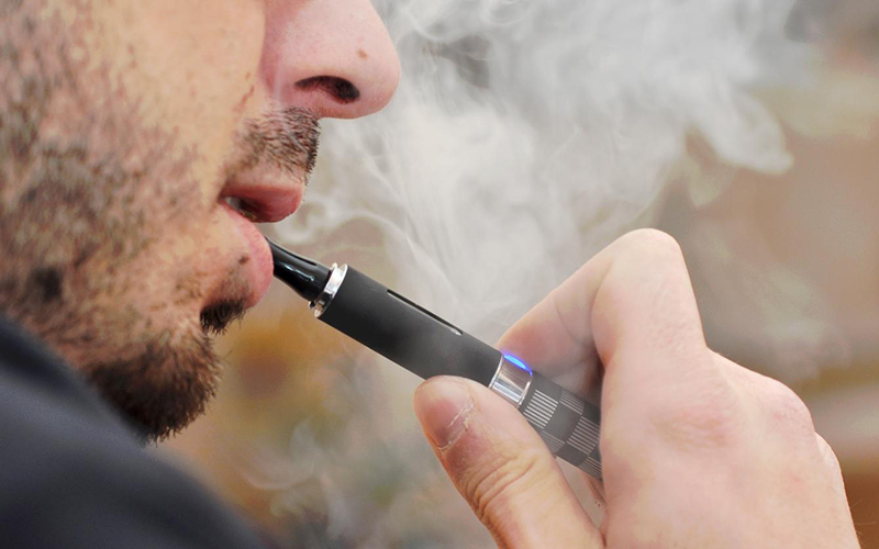 Polémique autour de la cigarette électronique : Vapoter peut sauver une vie