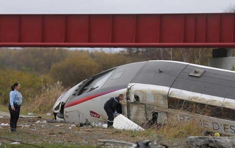 Dix morts après le déraillement d'une rame d'essai du TGV près de Strasbourg