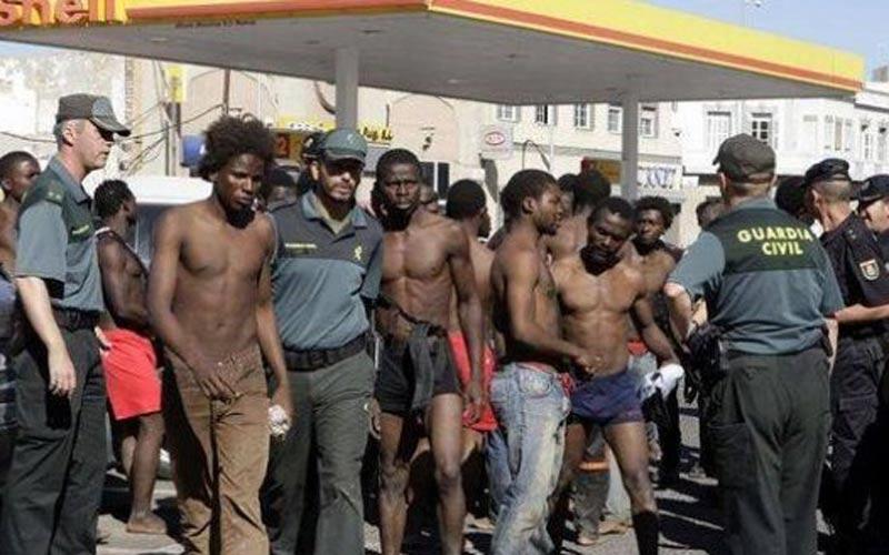 Près de 700 immigrants clandestins interpellés près de Sebta