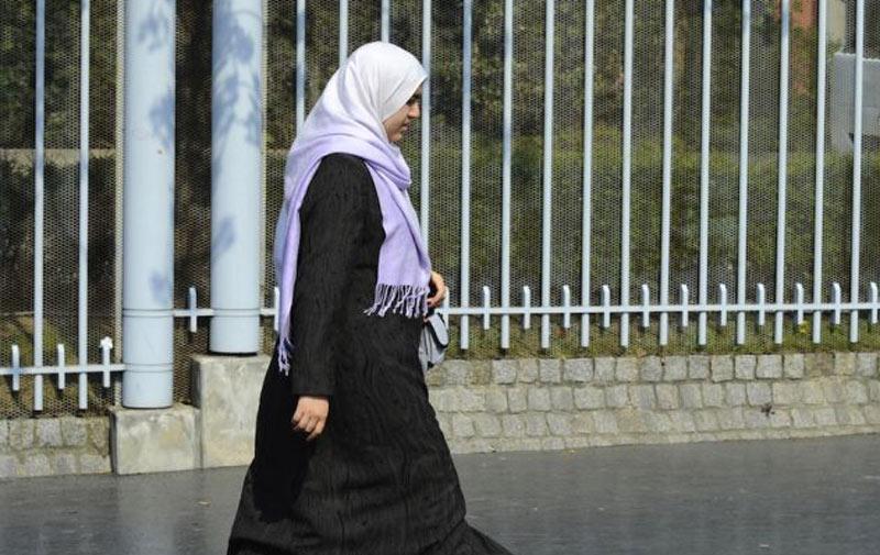 Indignation en France : une femme enceinte tabassée parce que voilée
