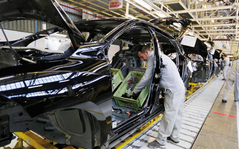 Amélioration de l'activité industrielle et des ventes: L'automobile tracte  l'industrie