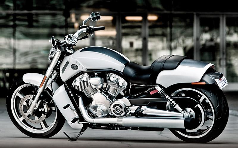 Harley-Davidson V Rod Muscle : Des airs de dragster