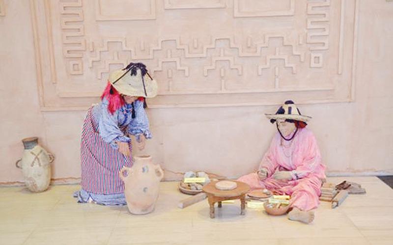 De la poterie par les mains  des femmes