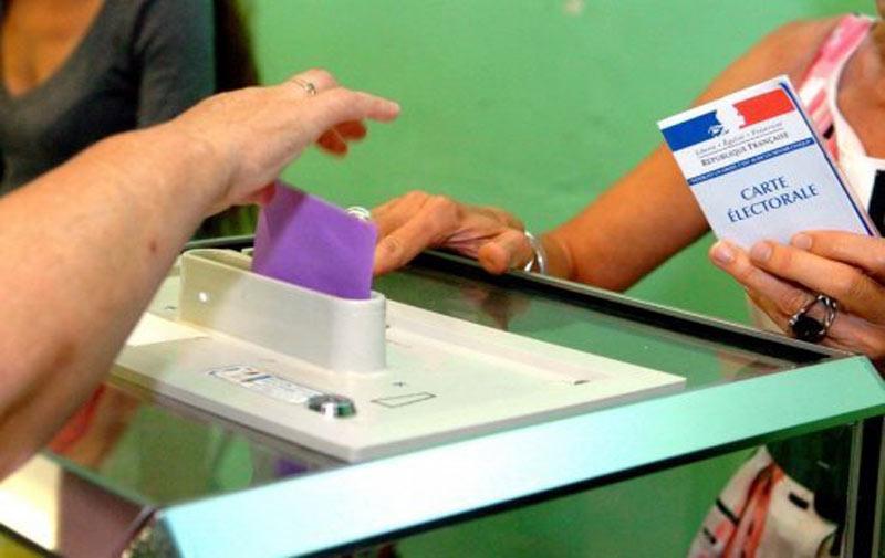France: raz-de-marée de la droite aux élections départementales