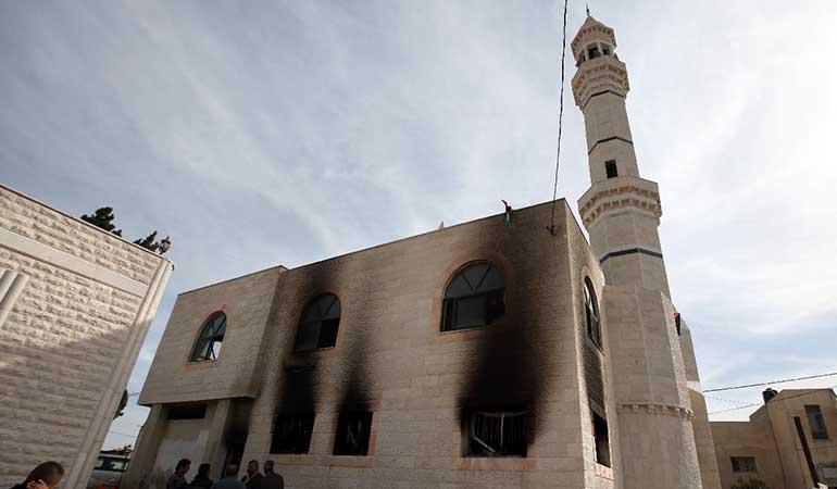 Cisjordanie: des colons israéliens incendient une mosquée