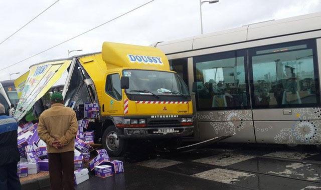 Collision Tramway-Camion à Salé