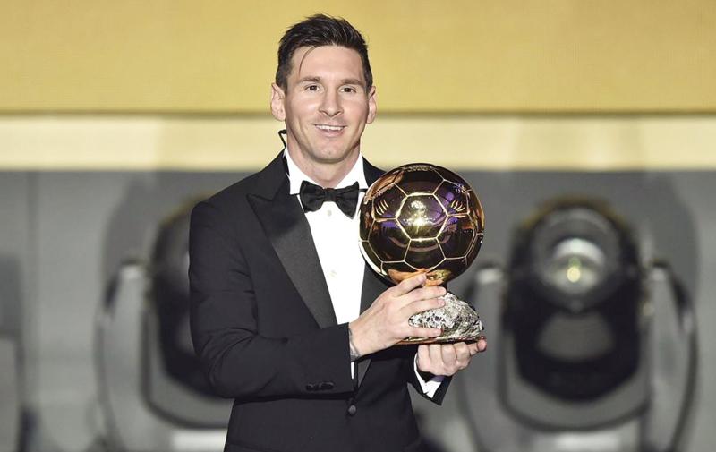 L'Argentin remporte son cinquième Ballon d'or: Messi, une puce à pas de géant