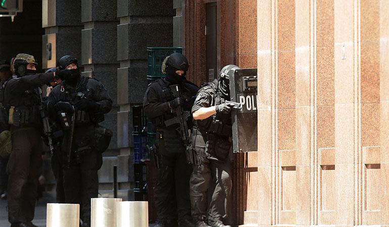 Prise d'otages à Sydney: Cinq personnes se sont échappées du café