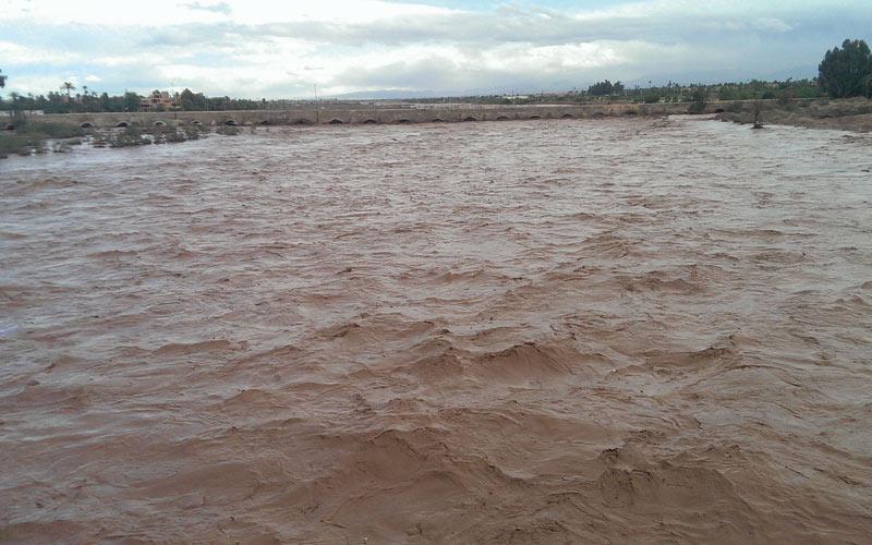 Province d'El Haouz: Aide alimentaire héliportée aux habitants  des zones isolées par les crues à Tighdiouine