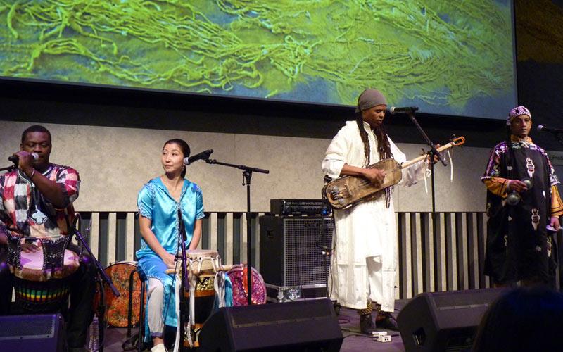 Hassan Hakmoun en concert à New York