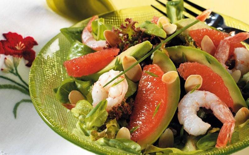 Salade d'avocat et pomelo aux crevettes