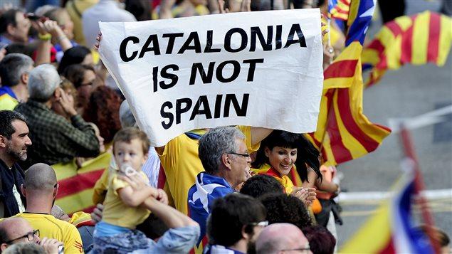 Madrid qualifie de «simulacre» le referendum symbolique en Catalogne
