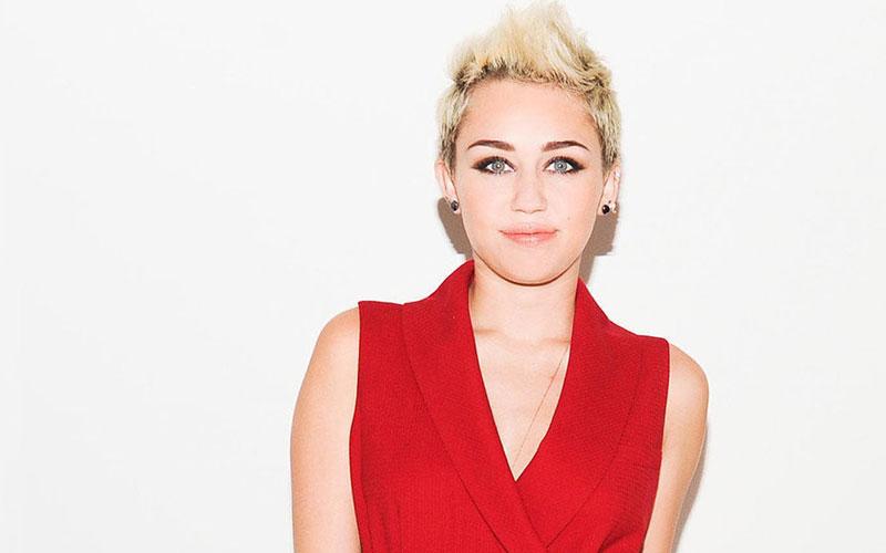 Miley Cyrus agrandit  sa collection de tatouages !