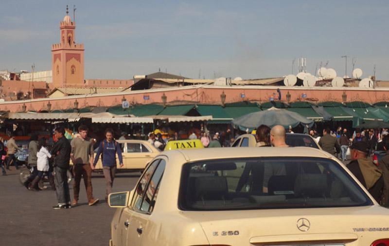 Marrakech : Un chauffeur de grand taxi  et ses trois amis violent trois jeunes filles