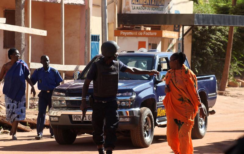 Prise d'otages à Bamako : Deux Marocains se trouvaient à l'hôtel, l'un d'eux a quitté sain et sauf, l'autre demeure toujours à l'intérieur