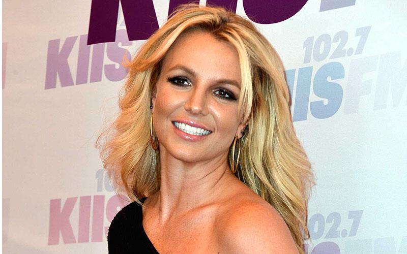 Britney Spears confirme son retour prochain avec un cliché pris en studio