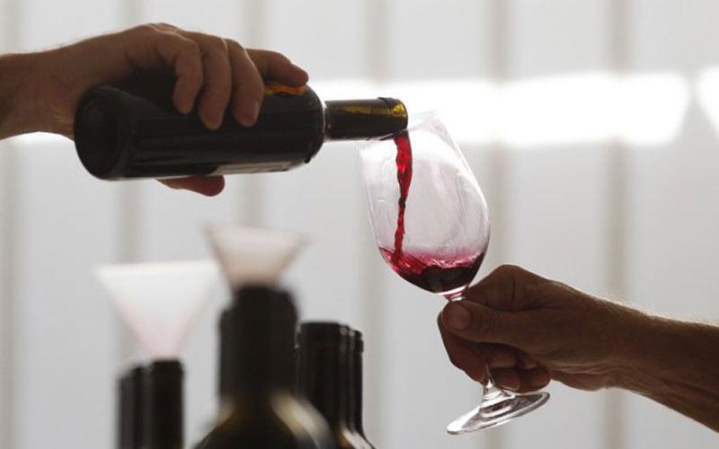 Mort pour une bouteille de vin rouge