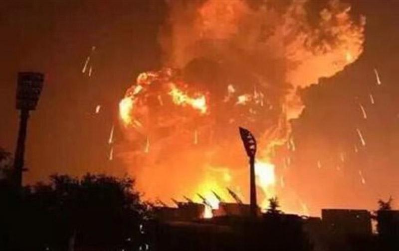 Une énorme explosion secoue la ville de Tianjin en Chine
