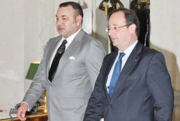 SM le Roi reçoit un appel téléphonique de François Hollande