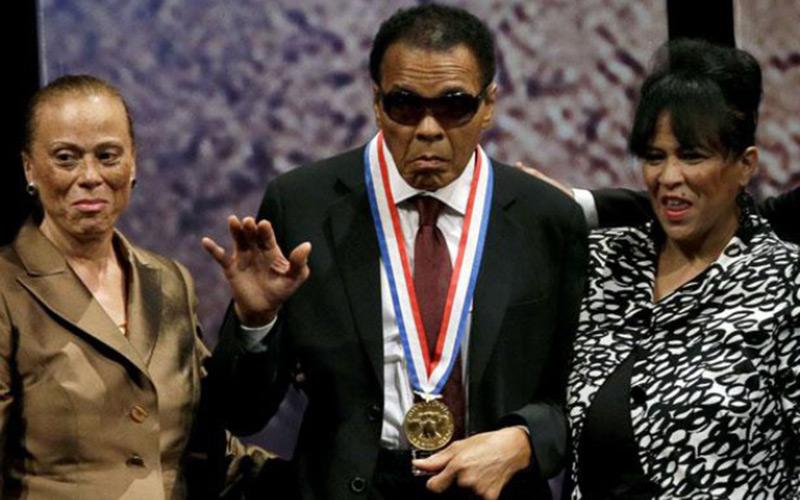 La légende de la boxe Mohamed Ali hospitalisée