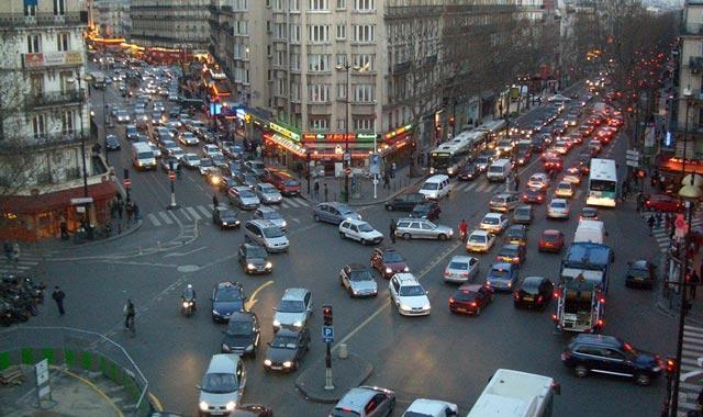 Paris : la circulation alternée a réduit de moitié les bouchons