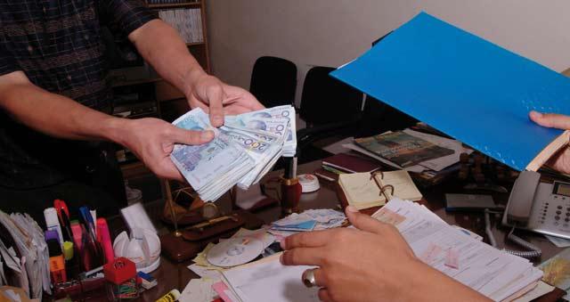 Corruption: 3 ans de prison contre un président d'une commune à Khémisset