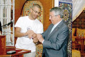 Asilah : Salmane Belayachi fait escale dans la ville blanche