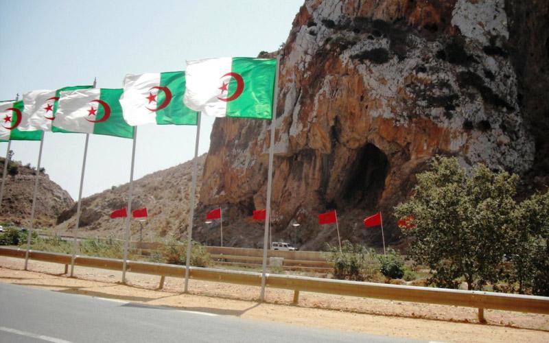 Des ressortissants marocains résidant en Algérie bloqués à la frontière