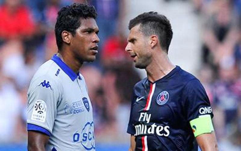 Ligue 1 : Brandao suspendu 6 mois pour son coup de tête sur Motta