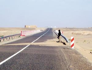 Télex : Routes rurales : 460 km dans la province d'Errachidia