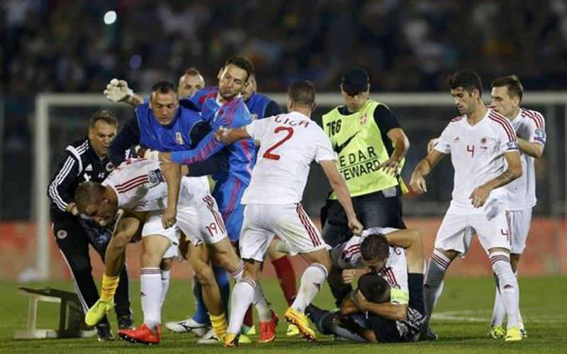 Football : le match Serbie-Albanie arrêté à cause d'une bagarre générale