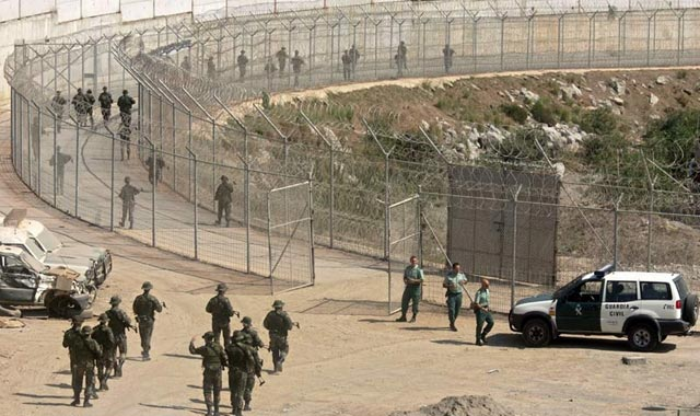 400 immigrés clandestins tentent d'accéder au préside de Sebta