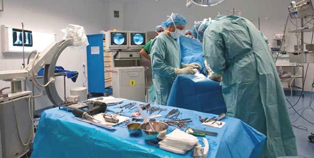 Pose de deux prothèses totales de la cheville : Une première au Maroc