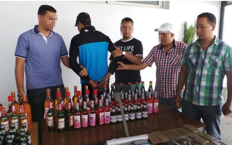 El Aïoune Sidi Mellouk : Saisie de 50 bouteilles de whisky  de contrebande et arrestation d'un contrebandier