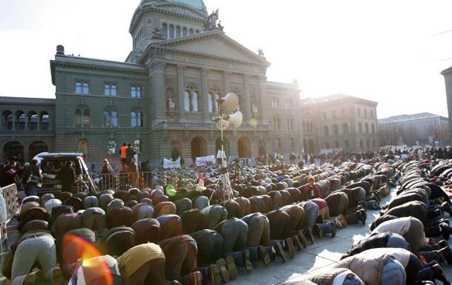 Les musulmans de Suisse manifestent leur colère après les attentats de Paris