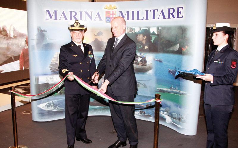 Diplomatie navale: Le porte-avions militaire italien Cavour fait son show au port de Casablanca…