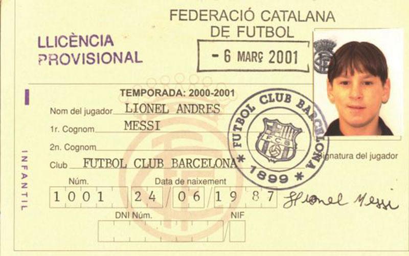 Le Barça partage sur Twitter la photo de la première licence de Messi