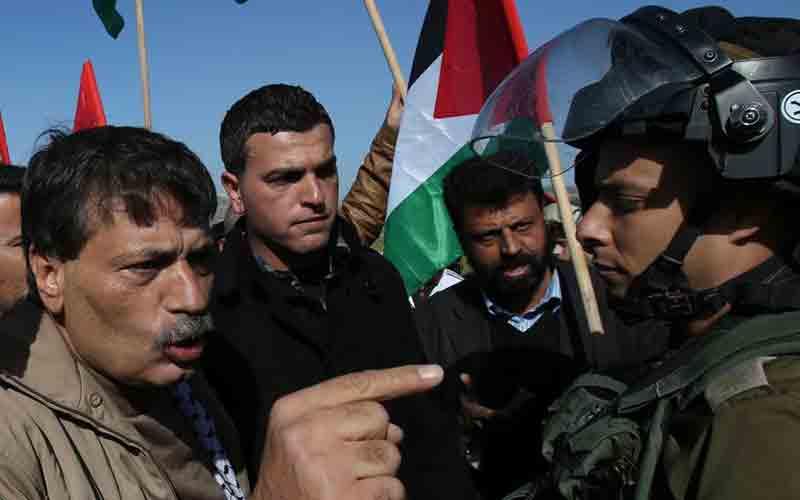 Des soldats israéliens tuent un ministre palestinien lors d'une manifestation