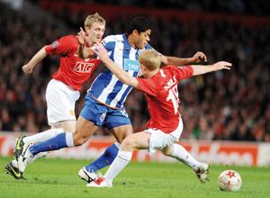 Tenu en échec par Porto, Manchester en danger