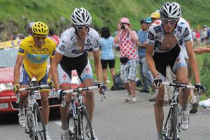 Les frères Schleck expulsent Armstrong du podium
