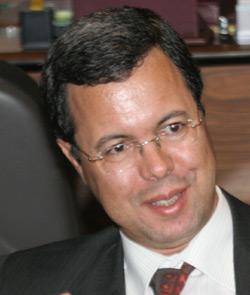 Zaghnoun : Améliorer le cadre des affaires