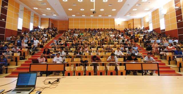 Le Maroc accorde 1.000 bourses  aux étudiants MRE démunis
