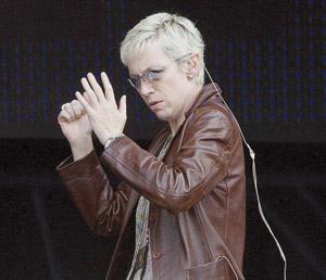 Annie Lennox interprétera le thème du dernier James Bond