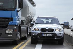 BMW Narrow-passage Assistant : «Dis moi si je peux passer»