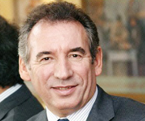 François Bayrou revient au centre du jeu politique français