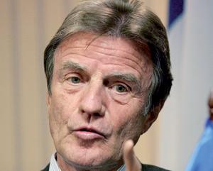 Bernard Kouchner tente de rassurer une Algérie inquiète