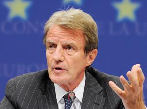Bernard Kouchner se prend les pieds dans le tapis iranien
