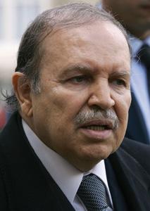 Abdelaziz Bouteflika brigue un troisième mandat