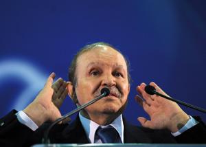 Bouteflika qualifie les groupes islamistes de «hordes de renégats»